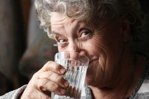 کم آبی در سالمندان