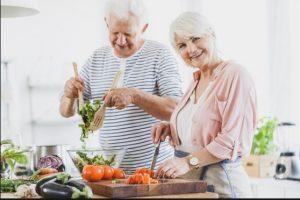 سرگرم نمودن سالمند با مطالعه