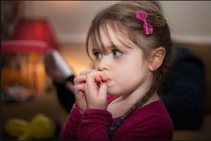 علل جویدن ناخن در کودکان