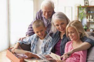 مزایای مراقبت از کودک توسط سالمند