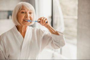 بهدشات دهان برای جلوگیری از دست دادن دندان در سالمندان