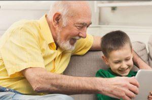 مراقبت از کودک توسط پدر بزرگ