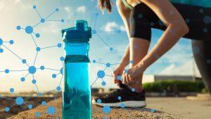 بطری آب برای آبرسانی به بدن