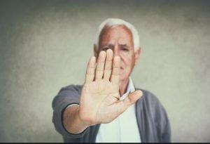امتناع از پذیرش پرستار سالمند
