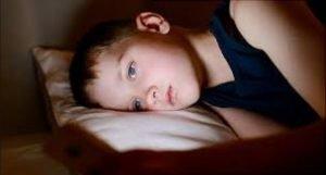 خواباندن کودک با کاهش وسایل نوری