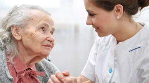نحوه صحیح رفتار پرستار سالمندان