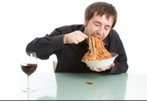 نفخ شکم و سرعت غذا خوردن