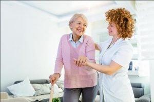 پذیرش پرستار سالمند با کمک متخصصان