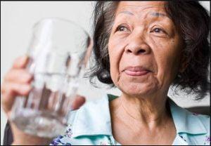 تاثیر آب بر پرخوری در سالمندان