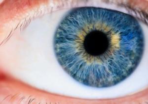عوارض رنگ چشم آبی