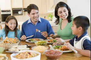 اهمیت غذا خوردن خانوادگی