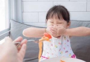علل امتناع کودک از غذا خوردن