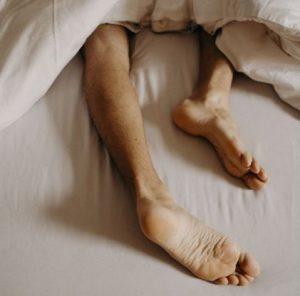 علایم سندرم پاهای بی قرار